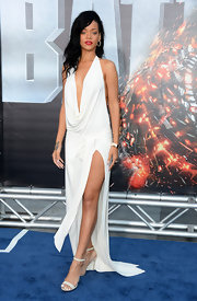 Rihanna heated up the 'Battleship' red carpet in this slinky white backless gown. Fierce!