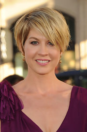 Jenna Elfman wore her hair tousled and with lots of texture at the premiere of 'Larry Crowne.'