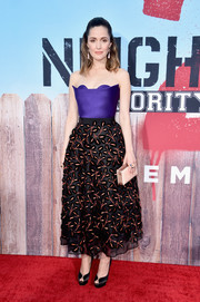 Rose Byrne paired her lovely dress with black platform peep-toe pumps by Charlotte Olympia.