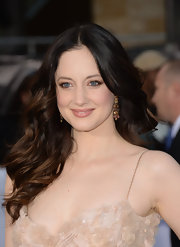 Andrea Riseborough looked simply stunning with these big retro-style waves.