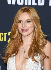 Bella Thorne wore her hair down with flippy waves at the premiere of 'Pitch Perfect 2.'