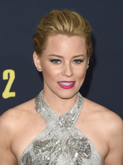 Elizabeth Banks went for a bold beauty look with hot-pink lipstick at the premiere of 'Pitch Perfect 2.'