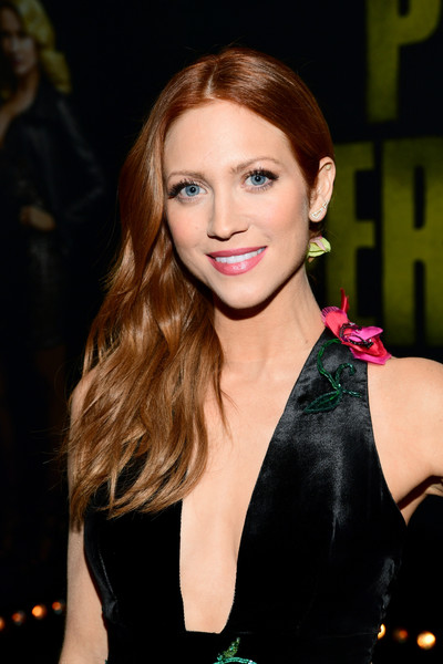 Brittany Snow wore her hair in beachy side-swept waves at the premiere of 'Pitch Perfect 3.'