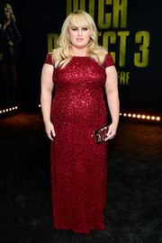 Rebel Wilson brightened up the black carpet with this beaded red off-the-shoulder gown by Adrianna Papell at the premiere of 'Pitch Perfect 3.'