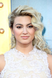 Tori Kelly looked totally glam wearing her hair in half-pinned curls at the premiere of 'Sing.'