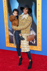 Kelly Rowland accessorized with a quilted tan leather bag by Chanel.