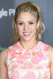 Shakira attended the premiere of 'Zootopia' wearing her hair in a wavy ponytail.