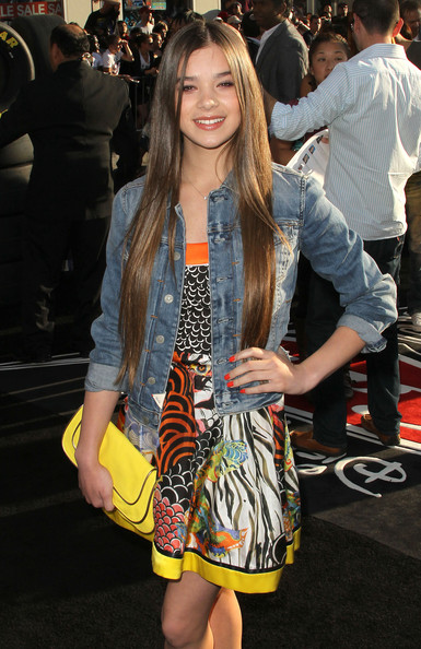 More Pics of Hailee Steinfeld Envelope Clutch  (1 of 4) - Envelope Clutch  Lookbook - StyleBistro
