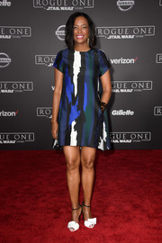 Aisha Tyler styled her dress with a pair of origami-inspired sandals.