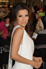 Eva Longoria paired her white hot dress with pear-shaped earrings that were encrusted with gemstones.