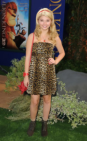 Stefanie Scott looked adorable in an animal print dress at the premiere of 'The Lion King 3D.'
