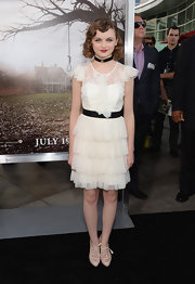 Joey King rocked a flapper-girl frock with lace detailing and a tiered skirt while at the premiere of 'The Conjuring.'