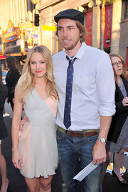 Dax Shepard looked easygoing in a light blue pin-dot button-down and jeans at the premiere of 'The Hangover Part II.'