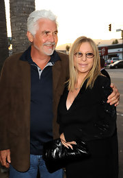 Barbra Streisand accessorized with a stylish black leather clutch at the 'Jonah Hex' premiere.