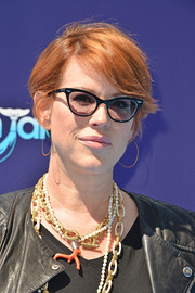 Molly Ringwald wore a casual short hairstyle at the premiere of 'Dolphin Tale 2.'