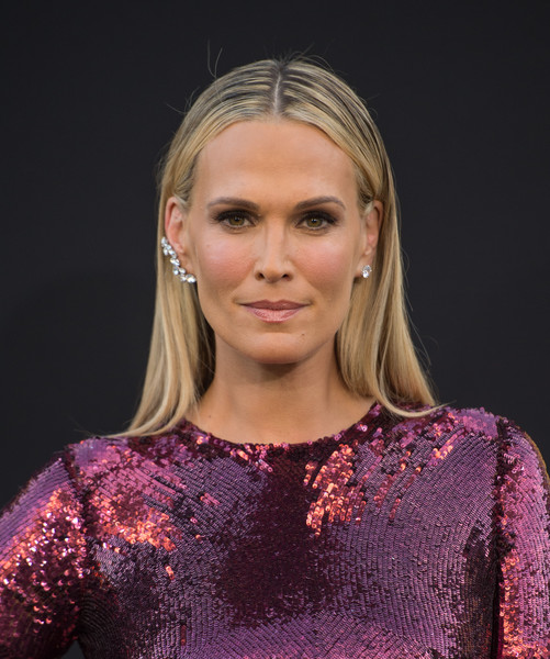 Molly Sims kept it low-key with this slicked-down, center-parted 'do at the premiere of 'Central Intelligence.'