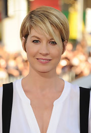 Jenna Elfman wore her adorable 'do with minimal volume and side-swept bangs at the premiere of 'Horrible Bosses.'
