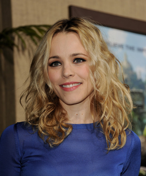 More Pics of Rachel McAdams Long Curls (1 of 2) - Rachel McAdams Lookbook - StyleBistro