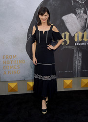 Perrey Reeves attended the premiere of 'King Arthur: Legend of the Sword' wearing a trendy cold-shoulder midi dress.