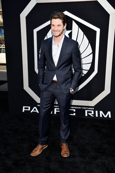 Ben Barnes kept his premiere look cool and contemporary with a rich navy, single-button suit.