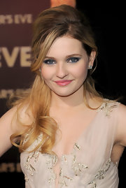 Abigail Breslin wore a pair of platinum and diamond Sihouette studs at the premiere of 'New Year's Eve.'