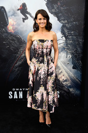 Carla Gugino sported a classic silhouette and a sweet floral print with this Rochas number at the 'San Andreas' premiere.