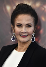Lynda Carter's gemstone drop earrings added major glamour to her simple 'do!
