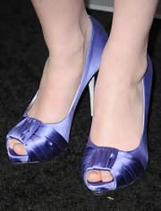 Sarah Drew wore a pair of blue satin peep-toe pumps at the premiere of 'Unknown.'