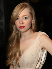Portia Doubleday brings back a hint of old hollywood glamour with her honey blonde side swept locks and siren red lipstick. The nude color of her dress really makes her lips pop.