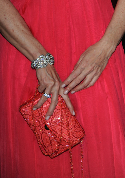 Alba matched her coral colored dress with a matching coral beaded clutch. The color was amazing, but it would have been nice to bring a contrasting color into the mix.