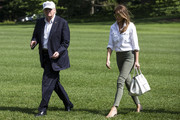 Melania Trump sealed off her look with a chic white Céline tote.