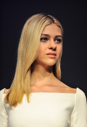 Nicola Peltz sported a minimalist-chic center-parted hairstyle at the 'Transformers: Age of Extinction' press conference.
