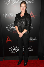 Andrea Parker looked subdued and edgy in an all-black leather jacket and slacks combo at the 'Pretty Little Liars' 100th episode celebration.