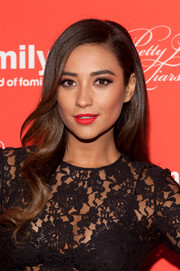 Shay Mitchell's bright red lipstick added major sexiness to her beauty look.