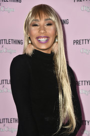 Eva Gutowski looked like a mannequin with her super-glossy blonde tresses at the PrettyLittleThing x Olivia Culpo launch.