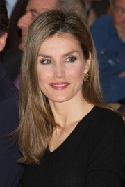 Princess Letizia sported a casual yet stylish straight hairstyle during the Barco de Vapor Literature Awards.