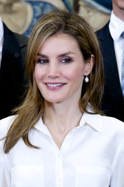 Princess Letizia wore her locks in a trendy layered cut during an audience at Zarzuela Palace.