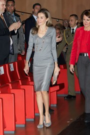 Princess Letizia was laid-back yet chic in a gray V-neck sweater during the Volunteer State Congress.