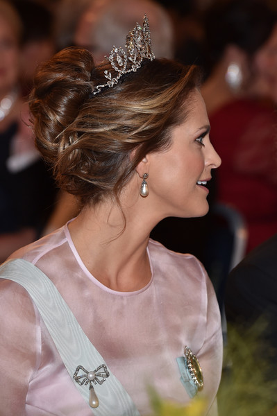 Princess Madeleine Loose Bun [hair,hairstyle,headpiece,hair accessory,lady,tiara,beauty,fashion,chin,chignon,madeleine of sweden,nobel prize,stockholm,city hall,sweden,nobel prize banquet]