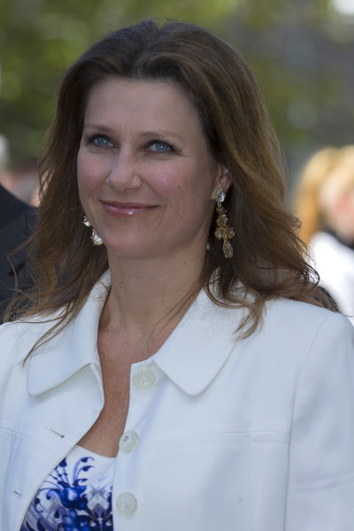 Princess Martha Louise Dangling Diamond Earrings [norwegian royal family attends the unveiling of a statue,hair,lady,smile,long hair,brown hair,white-collar worker,olav v,martha louise of norway,statue,oslo,city hall square,norway,unveiling]