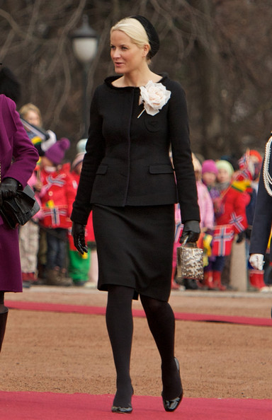 Princess Mette-Marit Skirt Suit [fashion,carpet,event,tights,red carpet,flooring,suit,norwegian royals host state visit,ceremony,state visit,lithuania,norway,royal palace,oslo,mette-marit,dalia grybauskaite]