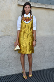 Giovanna Battaglia matched her dress with gold peep-toe heels.