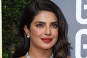Priyanka Chopra-Jonas Long Wavy Cut