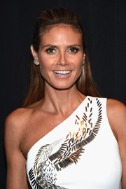 Heidi Klum wore her hair in a simple half-up style during the 'Project Runway' fashion show.