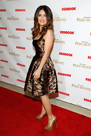Salma Hayek paired her pretty fit and flare cocktail dress with cognac-colored platform pumps.