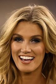 Delta Goodrem showed off her bronzed glow along with eyes emphasized using glittery metallic silver shadow.
