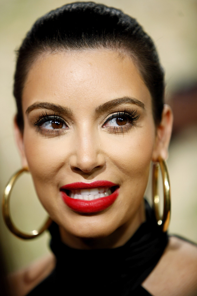 more pics of kim kardashian red lipstick 9 of 19   kim