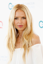 Rachel Zoe wore her hair in her usual center part with just a hint of wave during Super Saturday Live.