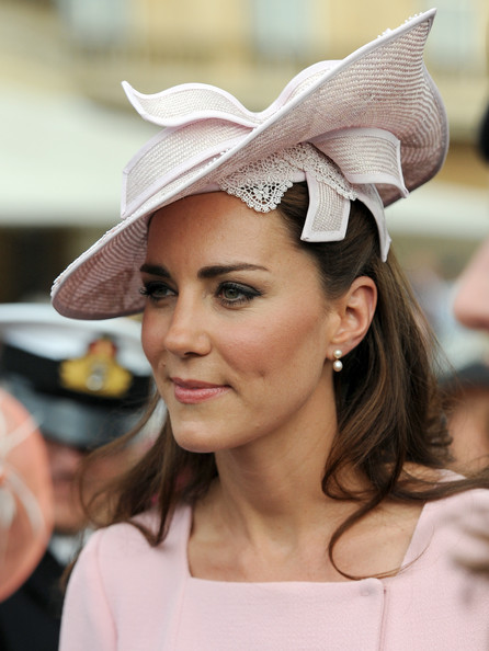 More Pics of Kate Middleton Pink Lipstick (4 of 20) - Kate Middleton Lookbook - StyleBistro