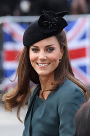 Kate Middleton swept on some soft neutral shades of shadow for a visit to Leicester, England.